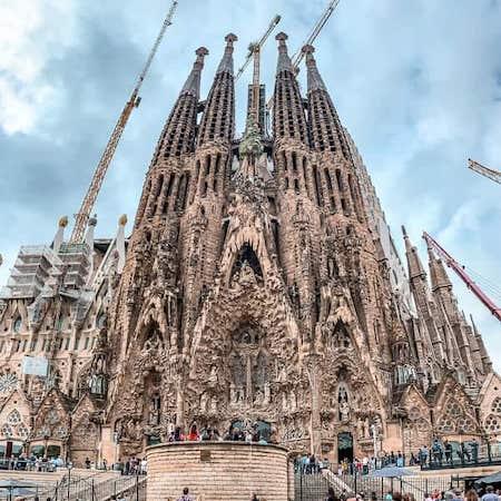 exterior of la sagrada familia barcelona